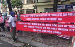 Người dân đội mưa rét lên Sở Xây dựng Hà Nội đòi Nhà ở Xã hội