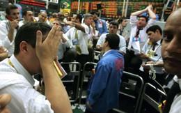 """Chứng khoán Mỹ vẫn chưa thoát khỏi """"biển lửa"""", Dow Jones tiếp tục giảm thêm 400 điểm"""