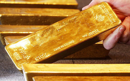 Giới đầu tư nháo nhào tìm nơi ẩn nấp, vàng chạm đỉnh 6 tháng