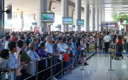 Sân bay Tân Sơn Nhất quá tải vì người đi đón Việt kiều
