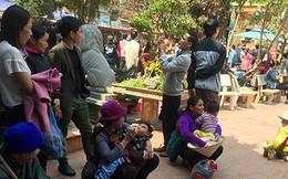 """""""Cái bang"""" đổ bộ đền Mẫu Đồng Đăng moi tiền du khách"""