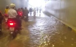 Hầm chui trăm tỷ không mưa vẫn ngập: Do phải chạy đua?