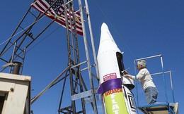 """Tin rằng """"trái đất hình phẳng"""", người đàn ông 61 tuổi tự bắn mình lên không trung bằng tên lửa tự chế để kiểm nghiệm"""