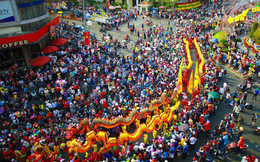 Lễ rước Bà Thiên Hậu thu hút hàng vạn du khách đổ về Thủ Dầu Một