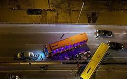 Hà Nội: Xe khách gây tai nạn đường trên cao lúc đêm khuya, hành khách hoảng loạn
