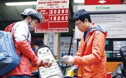 Tăng thuế môi trường xăng dầu: Gánh nặng đổ đầu ai?