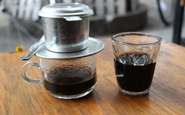 """Cà phê """"bẩn"""" tràn lan thị trường: Do người Việt thích dùng cà phê """"đặc, đắng, sánh, bọt"""" ?"""