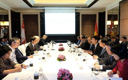 Thủ tướng nghe các chuyên gia Singapore chia sẻ về cách mạng công nghiệp 4.0