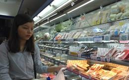 Nghỉ lễ dài, siêu thị giảm giá sâu