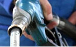 Bắt quả tang cây xăng bán dầu cho xe tải biển số nước ngoài