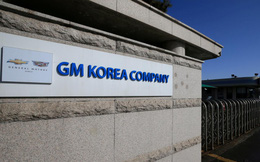 Bị cắt thưởng, công nhân Hàn Quốc đập phá phòng giám đốc