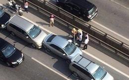 Va chạm liên hoàn giữa 5 ô tô, đường vành đai 3 ùn tắc