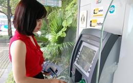 Thu phí ATM: Hãy nhìn rộng hơn