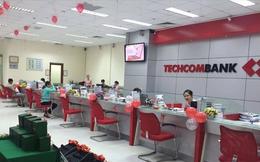 Loạt giao dịch cổ phiếu khổng lồ của người nhà lãnh đạo Techcombank trước ngày chốt danh sách cổ đông để lên sàn