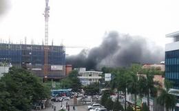 Cháy công trình xây dựng ở Bệnh viện Việt Pháp, hàng chục xe máy hư hỏng