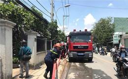 Cơ sở mút xốp ở Sài Gòn cháy ngùn ngụt