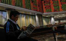 Nhà đầu tư nước ngoài ồ ạt rút tiền khỏi chứng khoán Malaysia