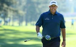 Video: Cây cũng không làm khó được golfer tay trái lừng danh Phil Mickelson