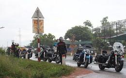 Nếm nắng, gió và mưa mau mùa hạ cùng hàng chục chiến mã Harley-Davidson trong hành trình về Đà Nẵng