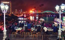 Người dân Đà Nẵng bỏ tiền triệu ngồi du thuyền thưởng lãm màn trình diễn tuyệt đẹp trong đêm thi thứ 2 của Lễ hội pháo hoa quốc tế