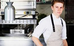 """13 tuổi đã chủ động tìm đến những đầu bếp danh tiếng để học việc và 6 năm sau, cậu bé ngày nào khiến cả thế giới """"nghiêng mình kính nể"""""""