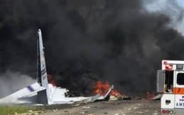 Khoảnh khắc máy bay quân sự lao đầu xuống đất tại Mỹ