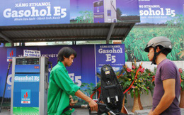 Đề xuất giữ giá xăng E5 rẻ hơn RON95 từ 1.800-2.000 đồng/lít