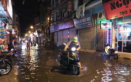 Hà Nội: Hàng trăm xe chết máy sau trận mưa lớn