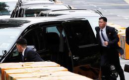 """Thượng đỉnh Mỹ-Triều: Khoảnh khắc """"ấm áp"""" hiếm hoi của vệ sĩ ông Kim"""