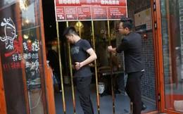 """Nhà hàng độc ở Trung Quốc chỉ cần đủ """"mi nhon"""" chui lọt khe cửa sẽ được miễn phí hoàn toàn"""