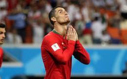 Ngày tồi tệ của Ronaldo: Hỏng penalty, đánh nguội đến suýt nhận thẻ đỏ