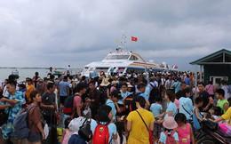 5.000 khách kẹt trên đảo Cô Tô đang di chuyển về đất liền