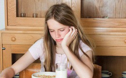 Hay mải làm việc rồi ăn muộn, bỏ bữa gây ra hàng loạt tác hại cho sức khỏe