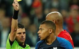 Sau màn lăn lộn ăn vạ như Neymar, sao trẻ Mbappe lại bị chỉ trích vì thói câu giờ chọc tức đối thủ