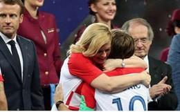 Tổng thống Croatia chinh phục trái tim người hâm mộ chung kết WC