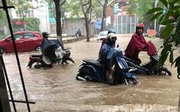 Những nghề bình dân hái ra tiền nhờ...mưa