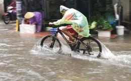 Hà Nội mưa trắng trời, nhiều phố thành sông