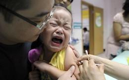 """Hồng Kông lo ngại dân Trung Quốc đại lục đổ sang """"săn"""" vắc-xin"""