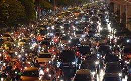 Đang ngập hàng loạt tuyến phố ở Hà Nội, giao thông tắc nghẽn kinh hoàng suốt nhiều giờ