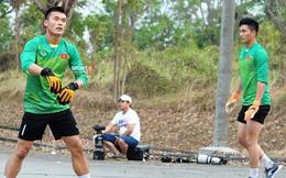 Bùi Tiến Dũng, Văn Hoàng gặp khó khi tập trên sân bê tông