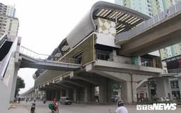 Ga tàu trên cao Cát Linh - Hà Đông: Thang cuốn phơi mưa nắng, bạt phủ rách tơi tả