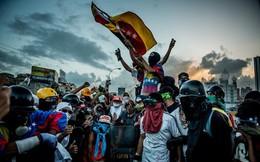 Vì đâu Venezuela lâm cảnh siêu lạm phát hàng chục nghìn % mỗi tháng, người dân bới rác tìm thức ăn, thịt ôi thiu cũng cháy hàng?