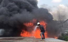 Cháy lớn 3 xuởng gỗ trong KCN Nhị Xuân