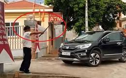 Nguyên nhân người đàn ông đập phá ô tô tiền tỷ trước trụ sở ngân hàng