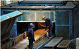 Tại sao giá thép cứ tăng, giá kim loại cơ bản cứ giảm?