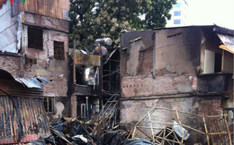 Cảnh tan hoang sau 2 ngày xảy ra vụ cháy trên phố Đê La Thành