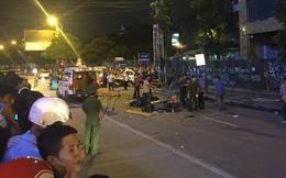 [NÓNG] Thanh sắt giàn giáo rơi xuống đường giờ cao điểm đè trúng 3 xe máy, 1 phụ nữ tử vong
