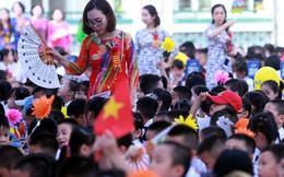 Ảnh: Khai giảng tại ngôi trường đông học sinh lớp 1 nhất Hà Nội