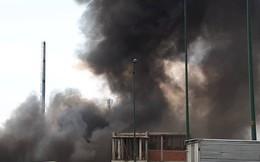 TP HCM: Cháy dưới chân cầu Bình Lợi, khói bốc cao cả chục mét