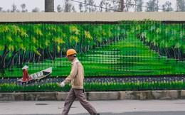 Chùm ảnh: Bức tường tôn cũ kỹ dài 300 mét ở Hà Nội bỗng hóa thành con đường bích họa đong đầy nhiều câu chuyện